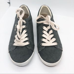 Taos STAR canvas shoes size 9